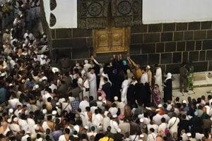 Modlenie moslimských veriacich.