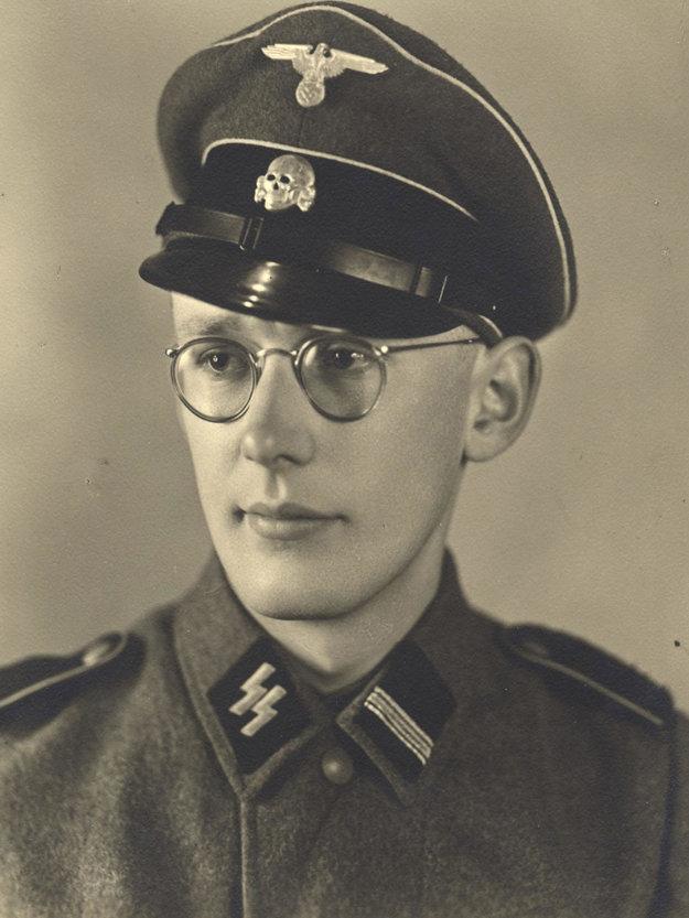 22-ročný Oskar Gröning pracoval v Osvienčime ako účtovník. Zhromažďoval zabavené peniaze Židov a posielal ich do Berlína.