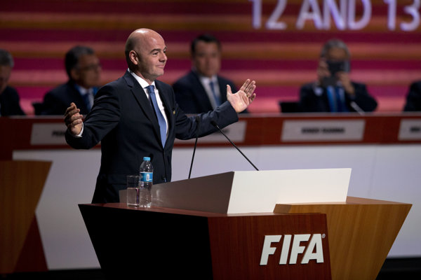 Šéf FIFA Infantino informácie odmieta.