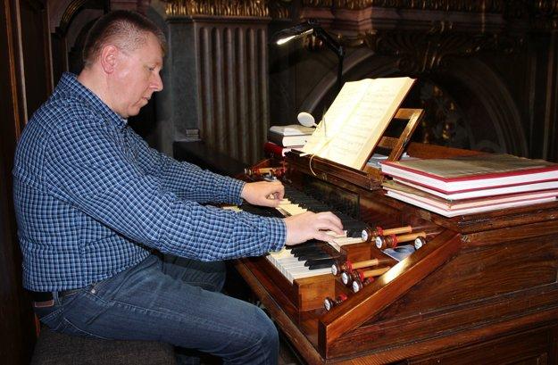 Roman Markech, organista v piaristickom kostole vTrenčíne.