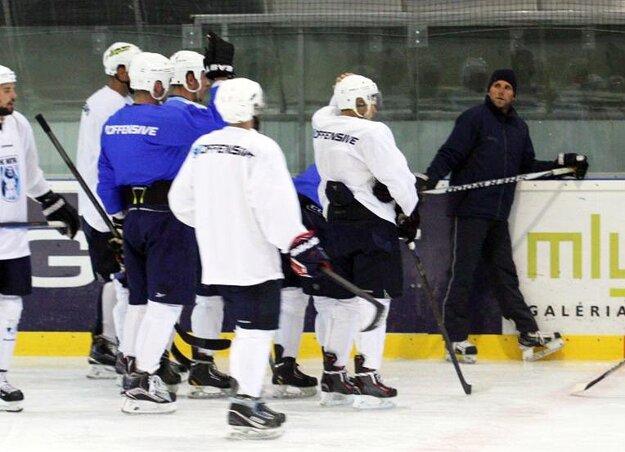 Prvý tréning v letnej príprave pod vedením Andreja Kmeča (vpravo) bude v pondelok 23. mája.
