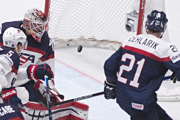 Keith Kinkaid dostáva gól z hokejky Christiána Jaroša na MS 2016.