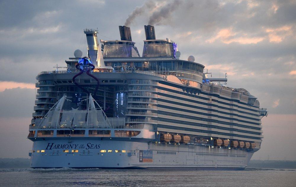 Na lodi je 2.747 kajút s rôznou úrovňou zariadenia. Pri plnej obsadenosti dokážu poskytnúť ubytovanie pre 5.479 pasažierov.