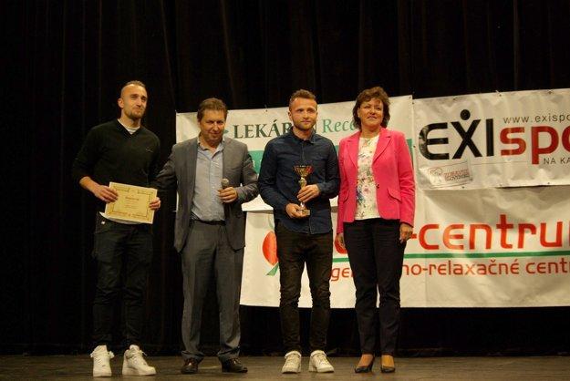 Za MFK Zvolen si cenu prišli prevziať momentálne zranení hráči - Tomáš Jenčo (úplne vľavo) a kapitán Andrej Kamendy.