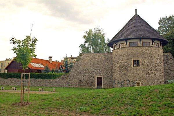 Bašta vzápadnej línii mestského opevnenia pri Domanovom parku.