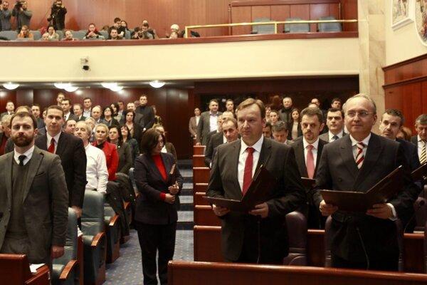 Nové zloženie macedónskeho parlamentu je zatiaľ nejasné. Konzervatívci chcú nové voľby.