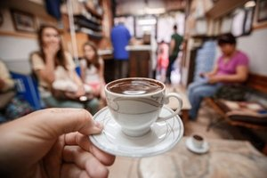 Mus� kaviare� zosta� odk�zan� na trval� nespokojnos� a frustr�ciu?