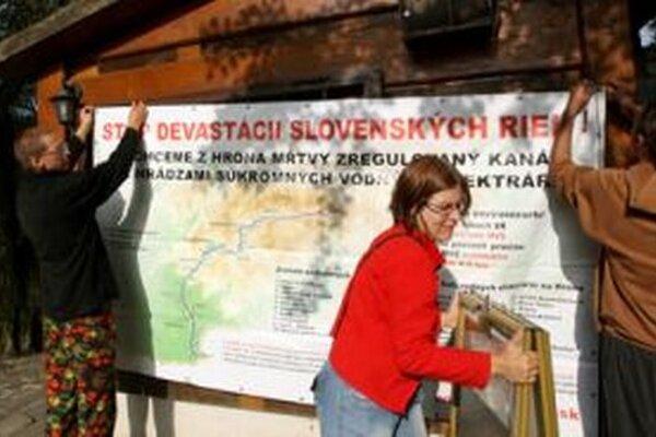 Súčasťou splavu je aj informačná kampaň vo viacerých mestách a obciach na trase splavu.