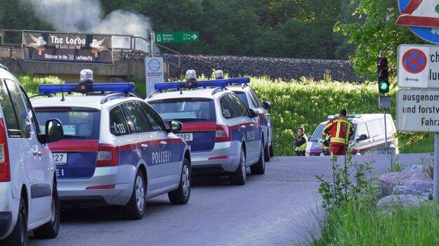 Políciou zabezpečné miesto tragickej streľby v rakúskom Nenzingu.