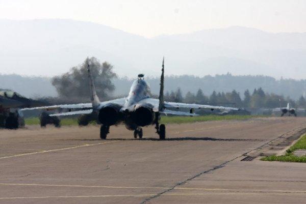 Stíhačka MiG-29 na letisku v Sliači.