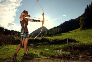 Jednou z dovolenkových možností v rakúskych Alpách je aj lukostreľba v atraktívnom prostredí.