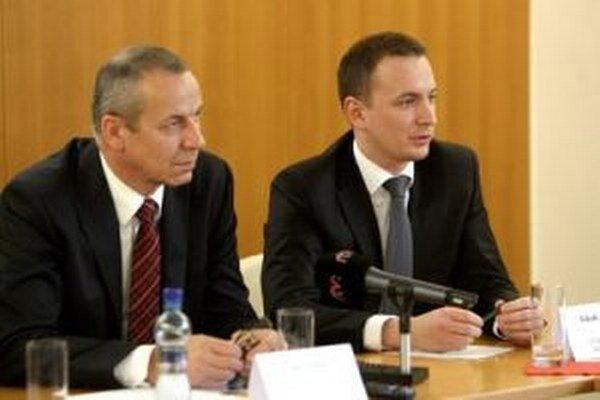 Poslanci rozhodli aj o platoch primátora a viceprimátora.