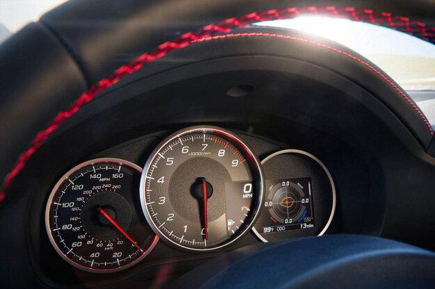 Príplatkový 4,2-palcový LCD displej zobrazí viaceré jazdné informácie od aktuálneho preťaženia až po stopky