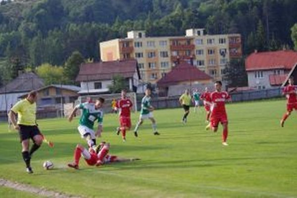 Regionálne derby medzi Hriňovou a Pliešovcami bolo v réžii domácich.