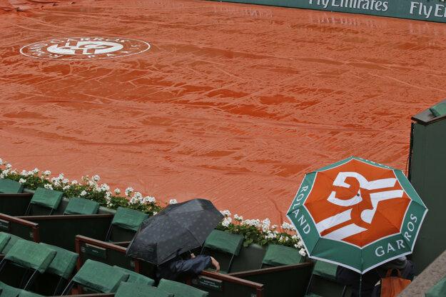 V Paríži počasie turnaju nepraje.