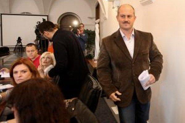 Predseda kraja Marian Kotleba a krajskí poslanci mieria tentoraz do Kriváňa.