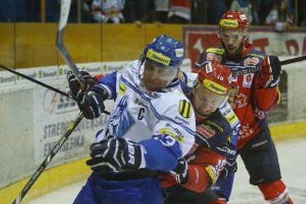 Prvý štvrťfinálový duel vo Zvolene lepšie zvládli hokejisti Popradu.