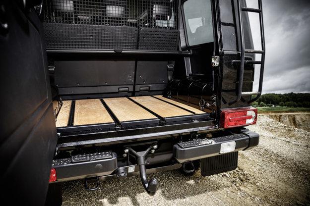 Batožinový priestor s drevenou podlahou je za príplatok