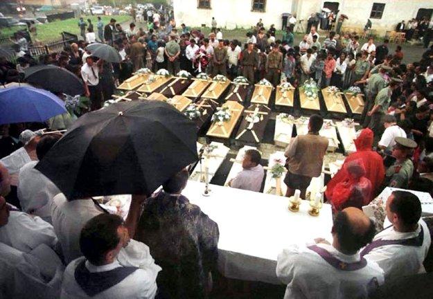 Pohreb obetí záplav.