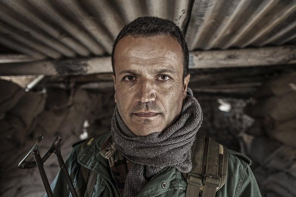 """SÁLIH ŠICHO (40 rokov) – štyri deti, z Duhoku, desať rokov je pešmergom. """"Skoro každý deň na nás IS útočí, mnoho mojich kamarátov preto bolo zranených."""""""
