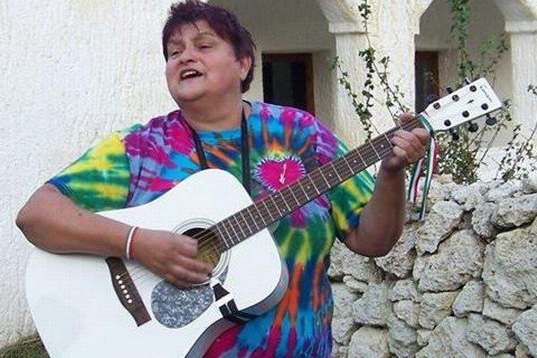 Mária Páko sa nesústreďuje len na zbieranie hudobných nástrojov, ale zaujíma sa aj o ich históriu.