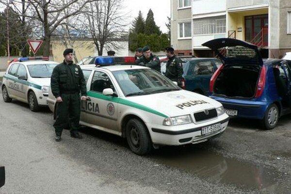 Policajti prišli na miesto krátko po zavolaní.