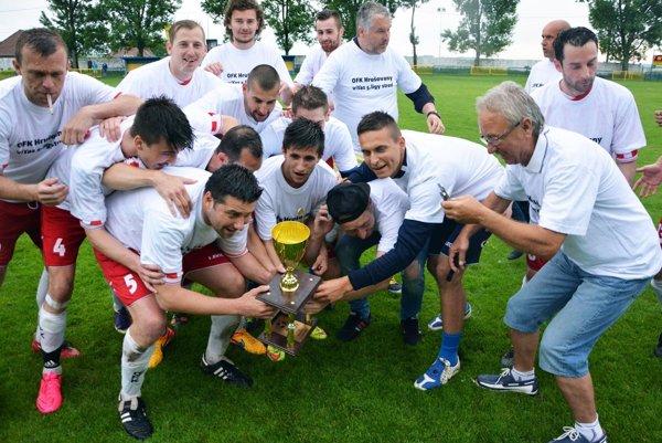 Hrušovany v sobotu oslavovali triumf v piatej lige Stred.