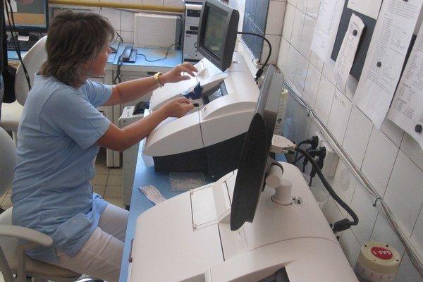 Biochemické analyzátory umožňujú skúmať vzorku priamo v nemocnici.