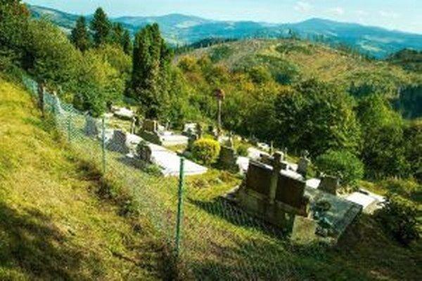Na Kýčere je vyše sto hrobových miest, kde sú pochovaní najmä obyvatelia tejto osady.