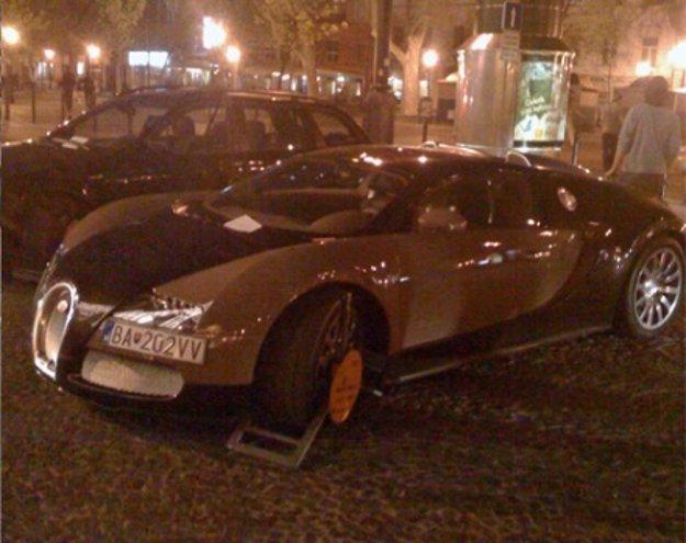 V apríli 2009 dostalo auto v pešej zóne papuču.