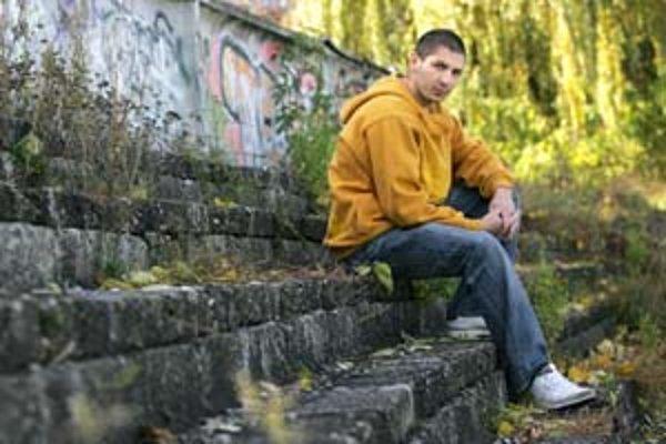 Raper Opak zo skupiny A.M.O. vydáva sólový album a urobil aj hudbu k muzikálu Príbeh ulice.