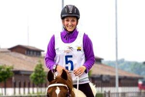 Devätnásťročná juniorka z Levíc Marika Jantošovičová na koni Tharaa Al  Sahra dosiahla svoj životný úspech c4af29c1231