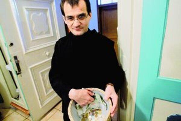 Brat Richard z bratislavského Kostola milosrdných bratov má radosť, že milodary budú namiesto šuchotania cinkať.