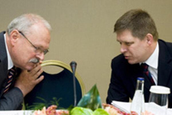 Dvojica najdôveryhodnejších politikov Ivan Gašparovič a Robert Fico.