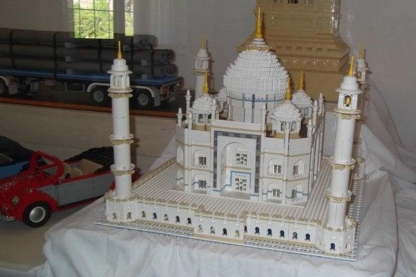 Tádž Mahal je poskladaný zo svetoznámej stavebnice.