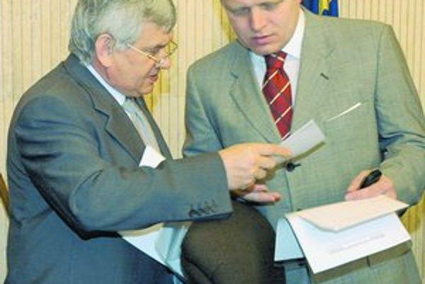Premiér Fico aj minister Jahnátek chcú naspäť celé plynárne.