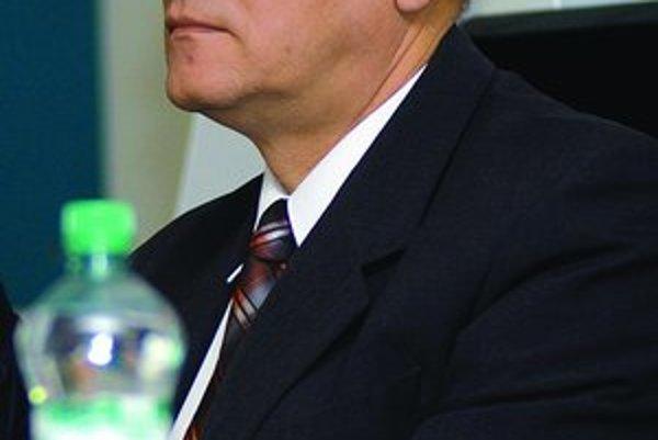 Šéfom komisie na mýtny tender je Milan Mojš (na snímke). Aj jeho meno sa minister Vážny bál zverejniť, aby ho nemohli ovplyvňovať a vydierať.
