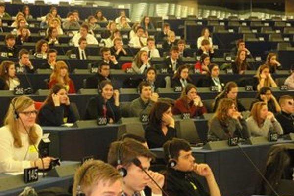 Levickí študenti si vyskúšali jeden deň v Europarlamente.