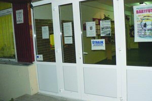 Väčšina škôl je zatvorená. Učitelia opäť štrajkujú.