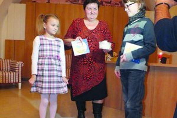 Knihu Evy Szilvovej pokrstili deti perím.