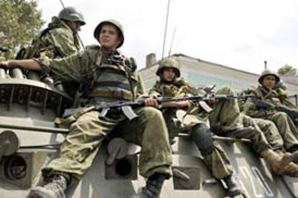 Ruským vojakom sa z dôležitého prístavu Poti sťahovať nechce.