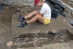 V okolí Dómu sa pochovávalo od stredoveku do druhej polovice 18. storočia.
