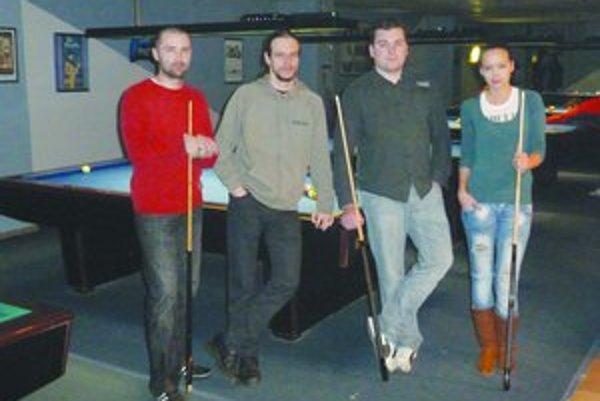 Natalia Tranová so svojimi spoluhráčmi
