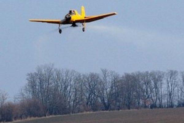Prihnojovanie lietadlami zaznamenalo najväčší rozmach v 70. - 80. rokoch. Dnes sa robí v oveľa menšom rozsahu.
