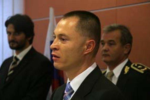 Minister vnútra Robert Kaliňák, viceprezident Michal Kopčík a policajný prezident Ján Packa.