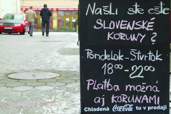 V kaviarni v centre Levíc berú slovenské koruny aj teraz, keď sú už tri roky neplatné.