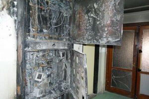 Elektrické rozvody v ubytovni vyhoreli.