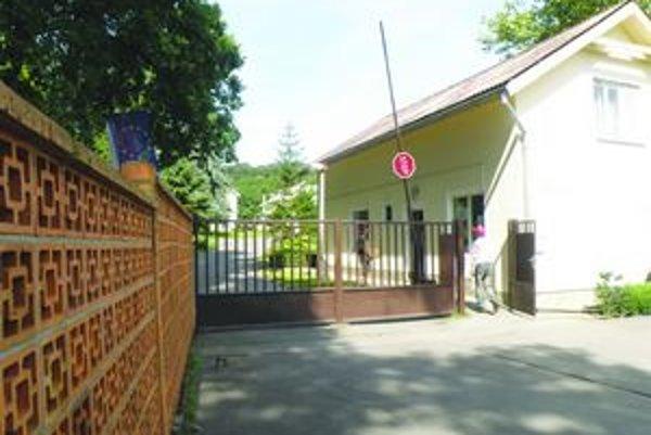 K mentálne postihnutým ľuďom v zariadení Domum v Krškanoch majú pribudnúť ďalší, ktorým sa skončil pobyt v detských domovoch.
