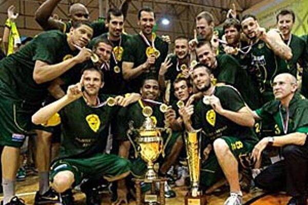 Basketbalisti BK Astrum Levice sa v Nitre tešili z premiérového titulu v histórii klubu.