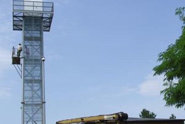 Veža na Kalvárii je už opláštená.